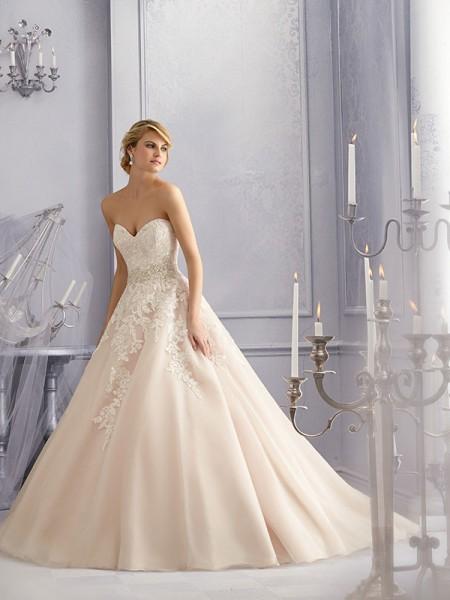 f38fc29fe3 Mori Lee 2690 menyasszonyi ruha, pánt nélküli, csipkedíszítésű ...